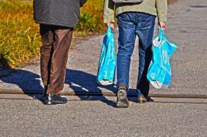 Campaña para que los comercios faciliten bolsas gratis de material compostable
